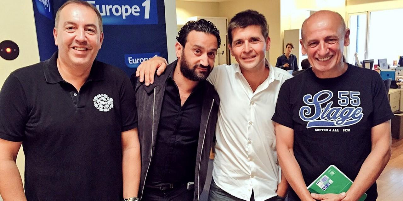 Morandini, Hanouna, Sotto et Apathie avec son tee-shirt réunis ce matin à Europe 1 © Mickaël Frison / Europe 1