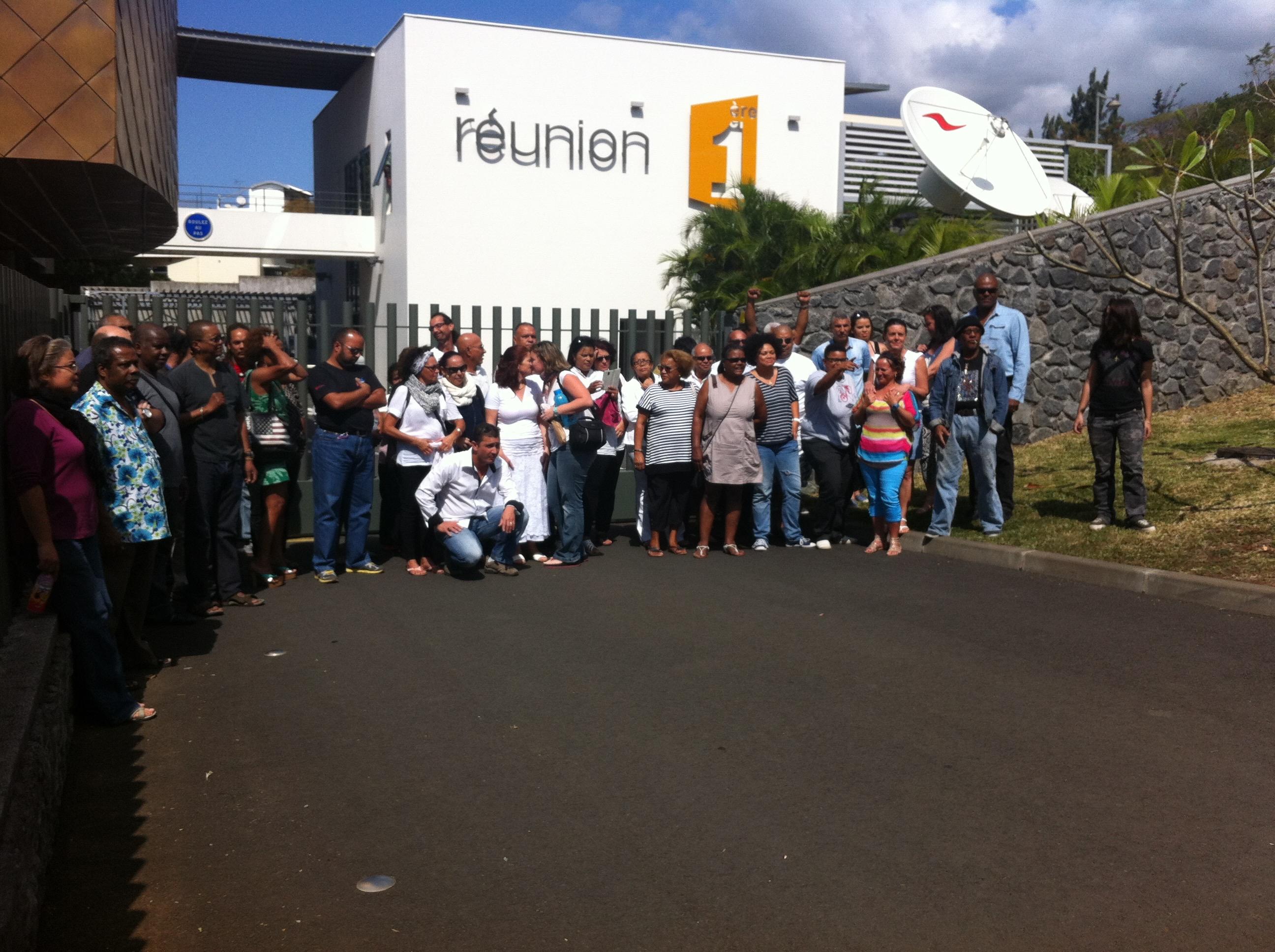 Manifestation devant Réunion 1ère
