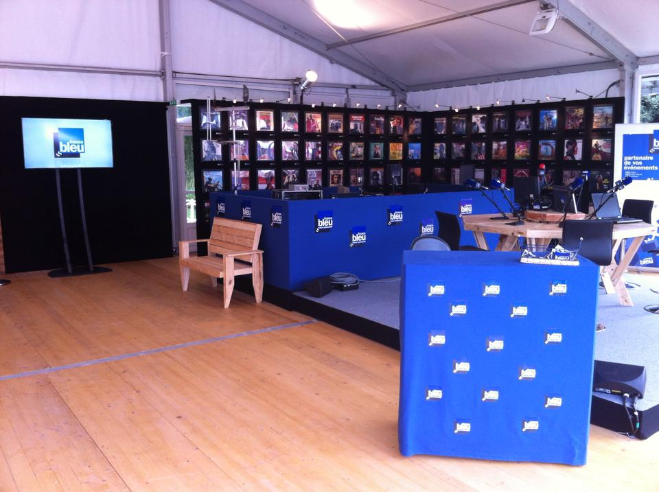 Tous les jours, la locale est en direct de l'espace France Bleu à la foire internationale de Caen