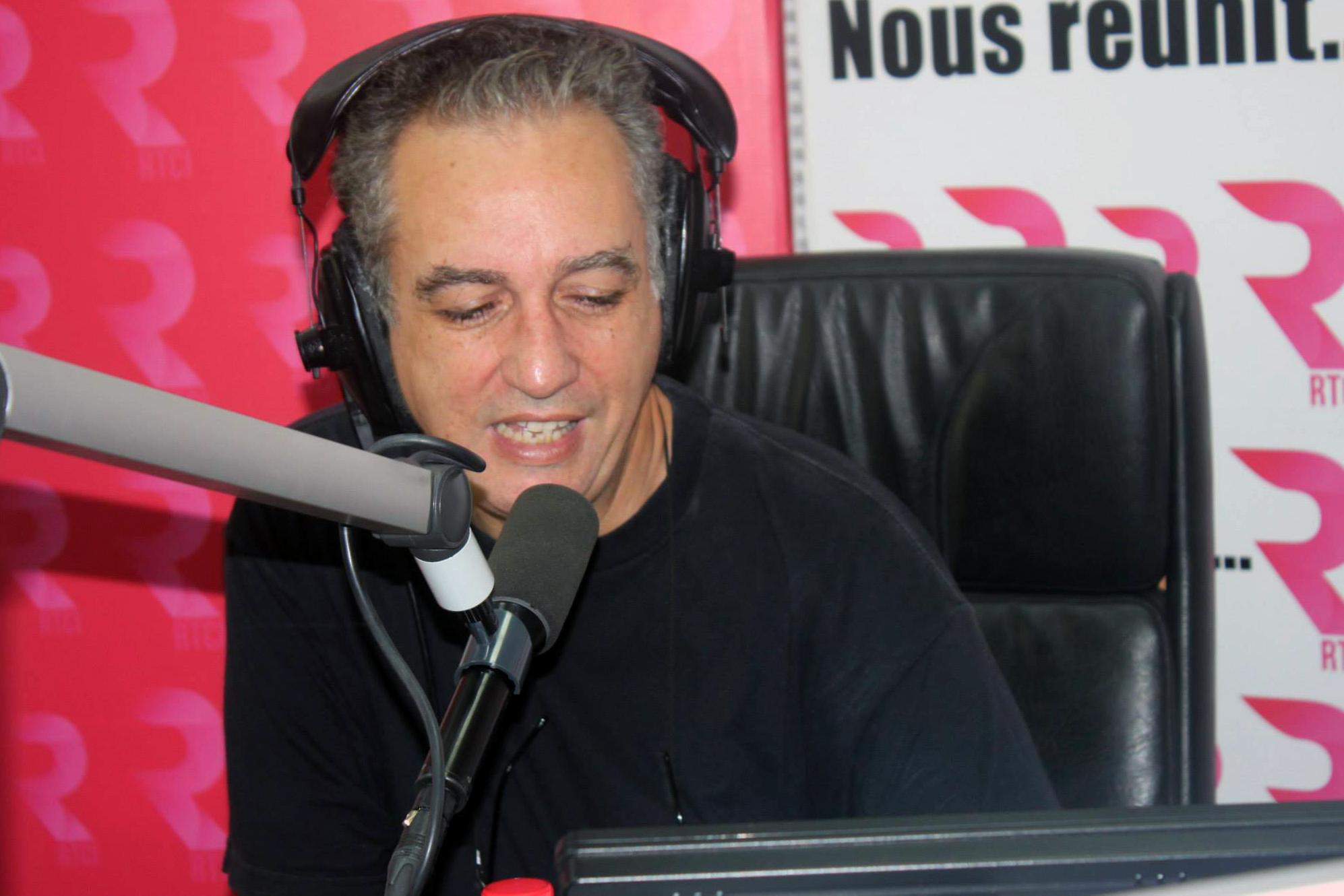 Karim Benamor est animateur et journaliste à Tunis. Il a 51 ans