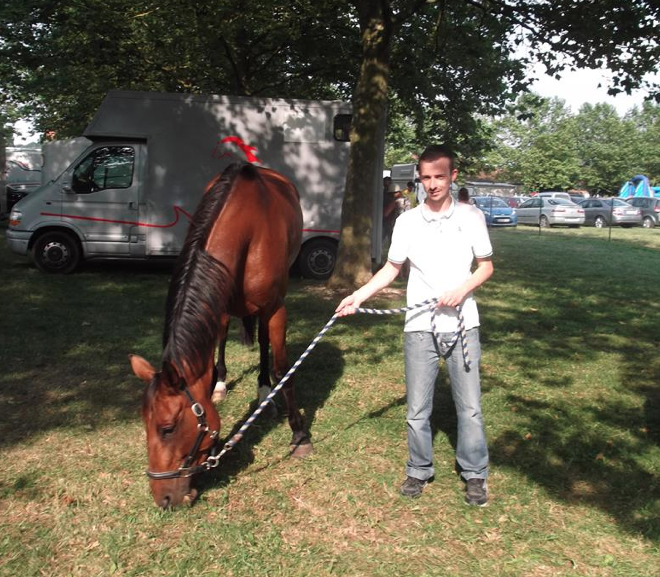 Tony Gonsalez partage sa vie entre le monde du cheval et celui de la radio