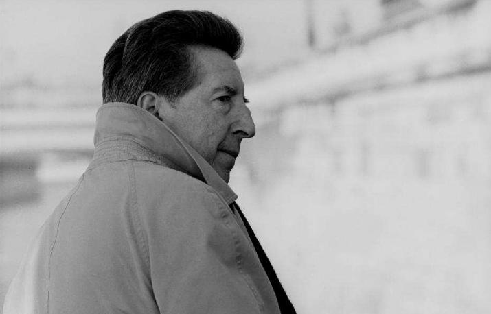 Henri Dutilleux a été responsable, de 1945 à 1963, du service des illustrations musicales à Radio France. Outre l'habillage sonore des antennes, il a été à l'origine, par ses commandes à de jeunes compositeurs, de la création d'un véritable art radiophonique © Guy Vivien