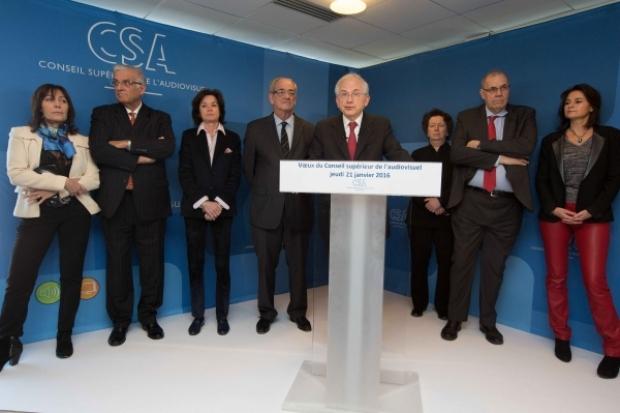 Olivier Schrameck, président du CSA, entouré de plusieurs membres du Conseil. © Romuald Meigneux / CSA