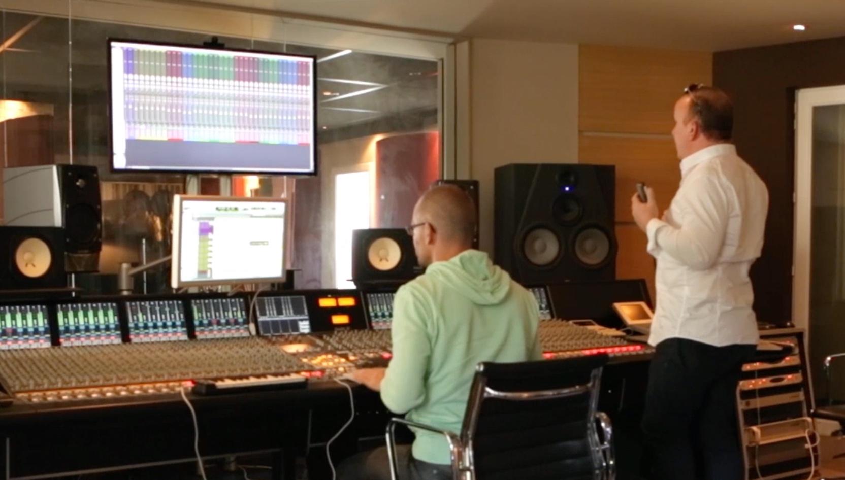 Séance d'enregistrement vocal de l'habillage de Hit West à Paris, séance dirigée par Oliver Klenk et Jean-Michel Meschin