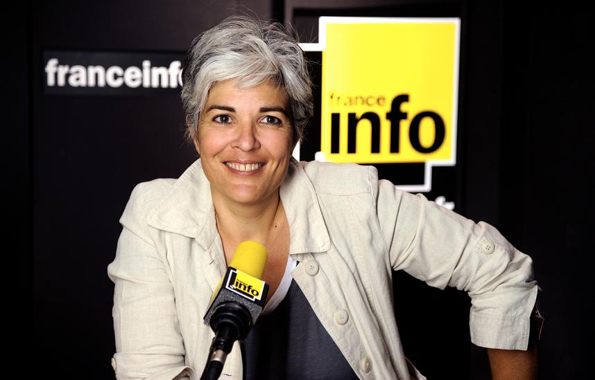 Fabienne Sintes présente la matinale de France Info © Christophe Abramowitz