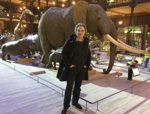 L'auteur Jean-Christophe Grangé à la Grande galerie du Muséum à Paris