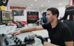 Paul Bronze à l'écoute des annonceurs dans les studios de DiffProd. (Crédit : Gwendoline B)