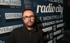 Née en 1987, la radio associative montpelliéraine Divergence FM détonne dans le paysage occitan, tout en réunissant 48 700 auditeurs. Bruno Bertrand en est le directeur des programmes.