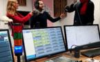 L'équipe d'Euradio, au premier plan la console AEQ Forum IP. © Euradio