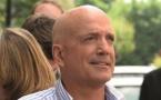 Louis Bodin apprécie de battre la campagne à la rencontre de ses auditeurs, pour leur parler météo.