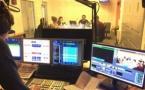 Chaque jour, les élèves conçoivent les programmes de la webradio de l'école : une radio grandeur nature pour apprendre les techniques de leur futur métier. © Philippe Chapot