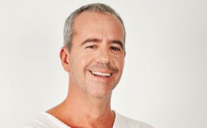 Bruno Roblès arrive sur Rire & Chansons