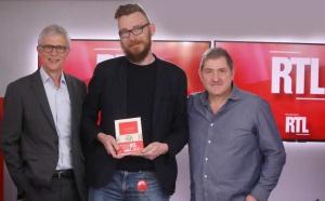 Bernard Lehut, Joseph Ponthus et Yves Calvi dans les studios de RTL