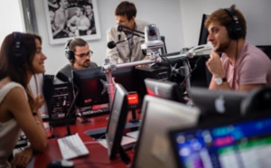 Le 4 décembre, l'INA crée une radio éphémère