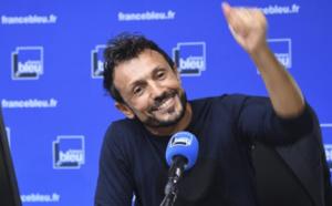 """France Bleu remet un chèque à l'association """"Dons solidaires"""""""