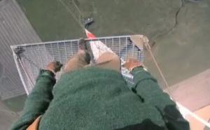 Sur une antenne radio à 475 m de haut