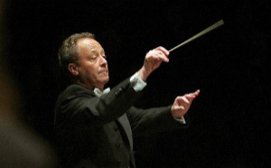 Emmanuel Krivine à la tête de l'Orchestre National de France