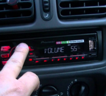 Ecouter la radio serait accidentogène au volant